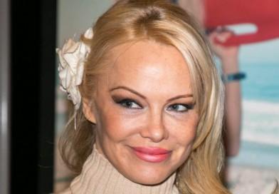 Pamela Anderson Kritik Komentar PM Australia yang 'Cabul'