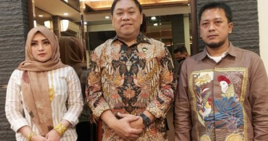 Haji Sulaiman dan Istrii mengapit Irjen Pol Dr drs Widiyanto Poesoko MSi