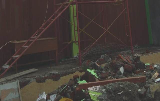 Pembangunan SD Cemengkalang yang diduga menyalahi spek